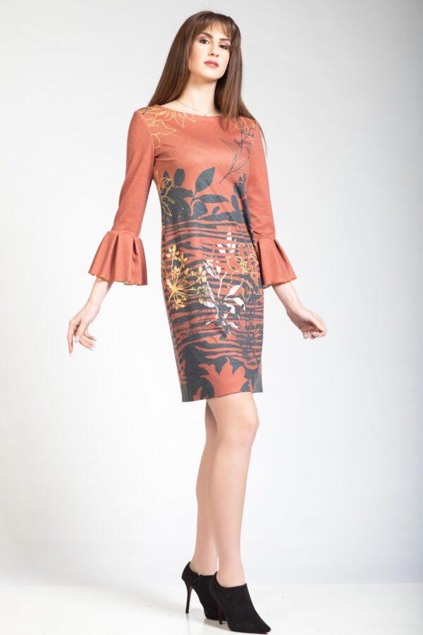 Φόρεμα πούντο με τρουακάρ μανίκια
