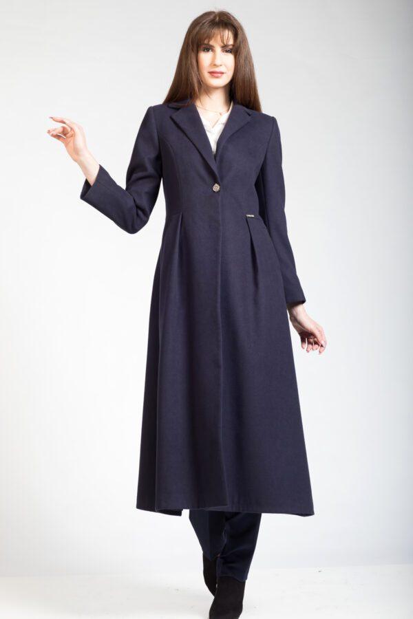 μακρύ παλτό μπλε με κουφωτές.